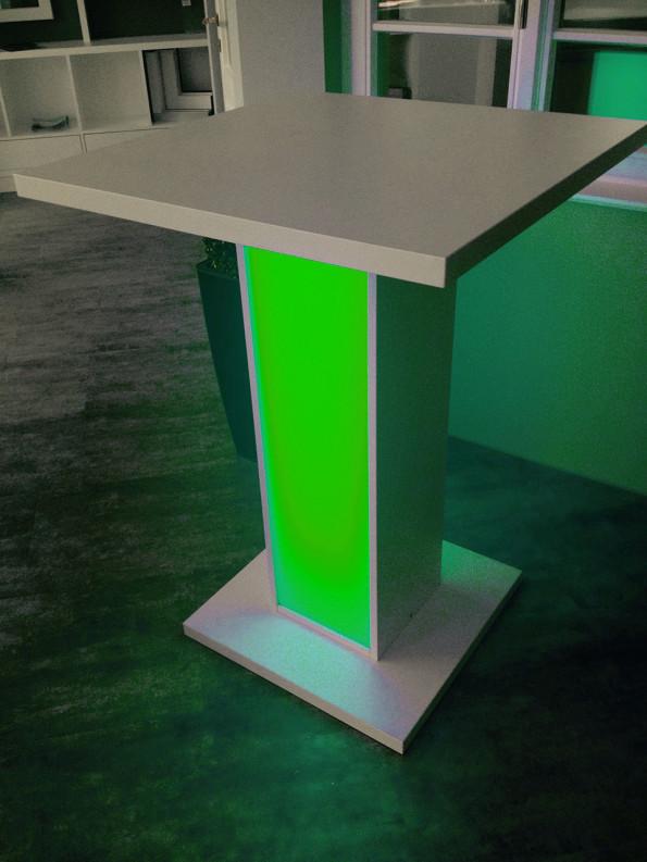 Stehtisch-mit-LED-Beleuchtung